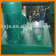 Machine à former des rouleaux pour barrière de sécurité métallique