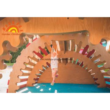 Sculpture en bois de grimpeur en plein air pour enfants