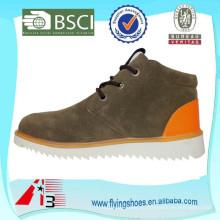 Зашнуруйте высокие верхние лодыжки вскользь ботинки замши для людей