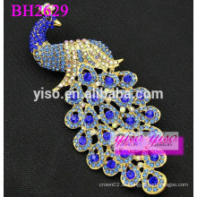 Elegante dekorative Kristallbrosche