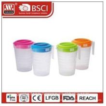 Kunststoff-Wasser-Krug