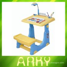Table d'apprentissage des enfants de haute qualité avec tableau de dessin