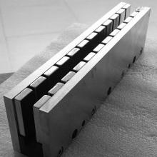 Montagem de ímanes para motores lineares