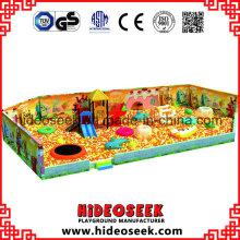 Riesige Bällebad mit Kinderspielgeräten für Indoor