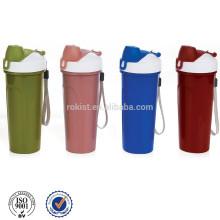 Plastic sport water bottle flip top