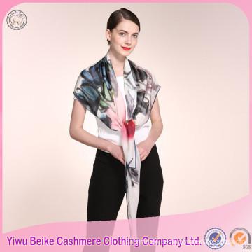 La bufanda de seda hecha a mano de la señora del diseño único de los precios al por mayor con muchos colores