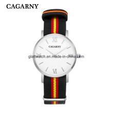 Ткань часы с серебристый корпус римские слова в 12 ^ч