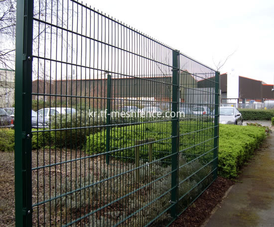 Heras_UK_Fencing_Systems_Pallas_Xtra_welded_mesh_panel_security_fence_4