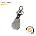 Beliebte Schlüsselanhänger aus Metall und Lederband. (Y02123)