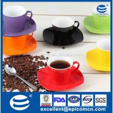 Caliente cerámica de venta de color esmaltado té de café conjunto de cerámica de café cuadrado tazas y platillos