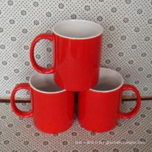 Tasse en céramique rouge faite sur commande de 2016 avec le logo de compagnie imprimée