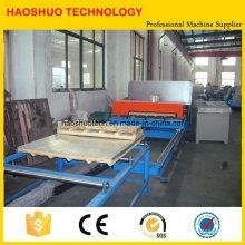 Ligne de production de panneaux sandwich en PU pour l'utilisation de murs de toit