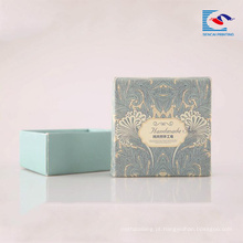O costume imprimiu os sabões rígidos do cartão que embalam a caixa de papel com a janela do PVC para sabões de barra