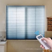 Сотовые жалюзи с электроприводом и окнами с низким энергопотреблением