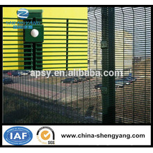 Fence Mesh Application and Plastic Coated Iron Wire Material cheap metal fence panels
