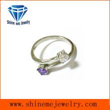 Cruz de las muchachas de la manera con los anillos púrpuras de la CZ