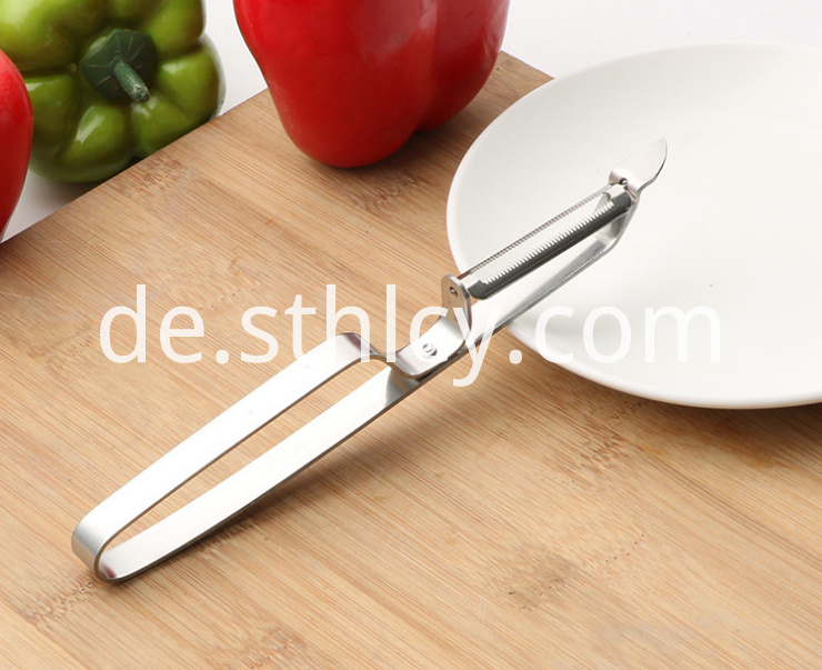 Portable stainless steel fruit and vegetable cutter