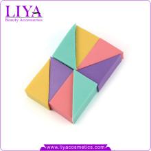 Бесплатные sampels красочные мягкие косметики составляют треугольник Губка