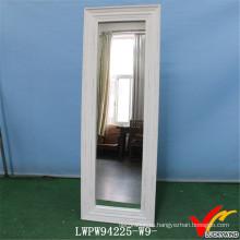 Винтажное белое дерево в рамке с косметическим напольным зеркалом