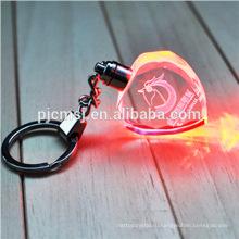 Дешевые форме сердца Кристалл брелок с 3D лазерной гравировкой логотипа для подарков 2015.3 D лазерный кристалл брелок