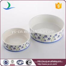 Producto de cerámica al por mayor del animal doméstico del perro con la etiqueta azul de la flor