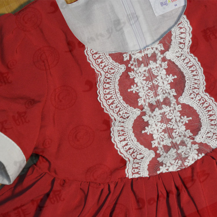 Boutique rotes Viskoseoutfit