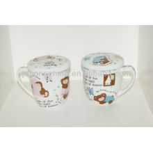 Dibujo animado fashinable diseñado con la taza cerámica del esmalte de China del hueso de la tapa