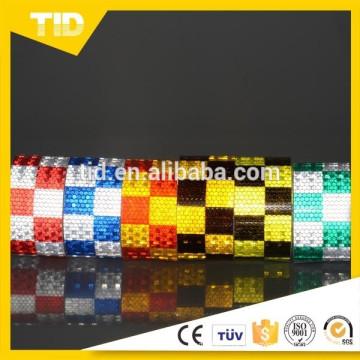 Quadrados amarelos azuis e brancos