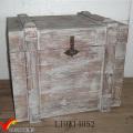 Окрашенные в серый цвет большие деревянные ящики для хранения с крышкой