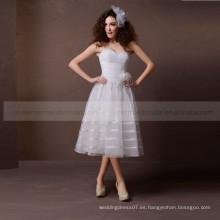 Elegante llanura Una línea de corazón dulce con un precioso vestido hecho a mano de flores de plumas de la boda
