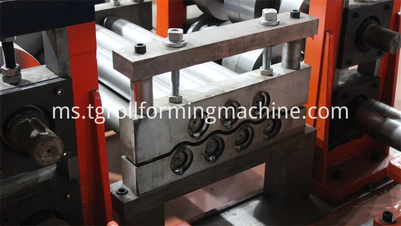 Waves Crash Barrier Roll Forming Machine