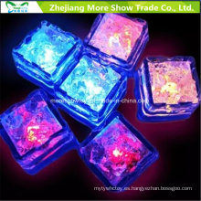 Sensor de agua que destella LED cubos de hielo que brillan intensamente la decoración potable para la boda de la fiesta del evento