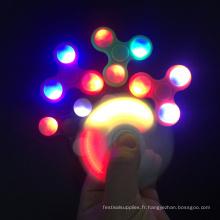 Vente chaude Nouveau Design Led Jouets Clignotant Spinner à la main légère pour secouer le soulagement