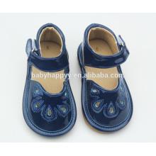 Los zapatos 2016 de los niños calzan los zapatos de los niños y del bebé