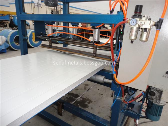 Cladding steel sheets EPS rockwool sandwich panel forming machine (9)