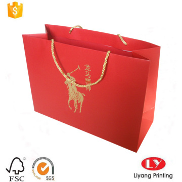Shopping bag in carta rossa con manico in oro