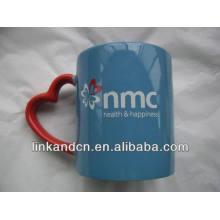 Haonai 11oz fancy ceramic mug with red heart-shape handle