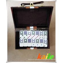 Duplo nove pacote de dominó branco em caixa de couro