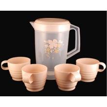 Pichet en plastique avec 4 tasses