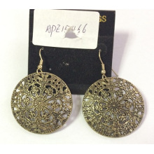 Lace Earring with Metal for Fashion Beauty