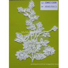 Weißes Spitzengewebe mit schwerem wulstigem Schnur-Spitze-Gewebe für Hochzeits-Kleid CMC132B