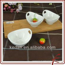 Assiette en céramique avec plateau en bambou