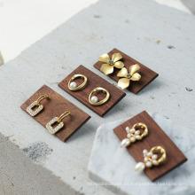 Accesorios de exhibición de joyería de madera Pendientes de madera Soporte de anillos