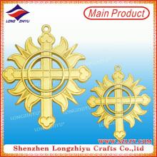 Italia Medallas religiosas cristianas medalla de oro cruz Medalla hueca emblema de metal pin insignia con pin de seguridad (LZY-00020130057)