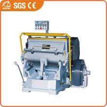 Máquina cortando couro (ML930)