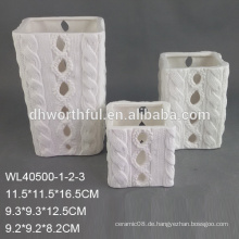 Kundenspezifischer billiger weißer Porzellankerzenhalter mit Logo gemalt