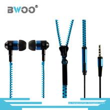 Auriculares estéreo con cremallera en la oreja y control de volumen
