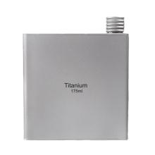 Tragbarer Mini Flachmann aus Titan