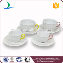 Design moderno elegante forma de xícara de cerâmica e pires, atacado shank mão amarela elegante xícara de cerâmica e pires