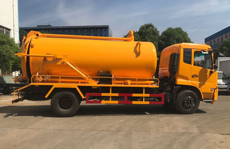 Suction Sewage Tanker 08